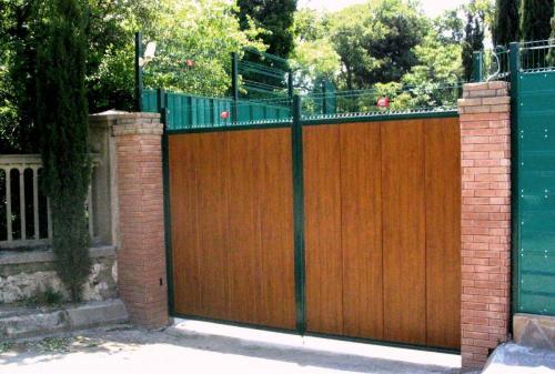 Atveriami kiemo vartai su segmentu